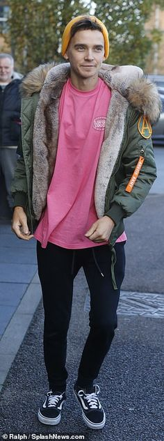 Strictly's Joe Sugg and Diane Buswell put on united front as they lead the stars ahead of rehearsals Joseph Sugg, British Youtubers, Ricky Dillon, Joey Graceffa, Jc Caylen, Strictly Come Dancing, Professional Dancers, Tyler Oakley, Zoella
