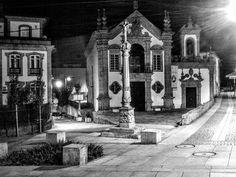 Boa tarde :D O LArgo e Igreja da Misericórdia em Arcos de #Valdevez na noite…