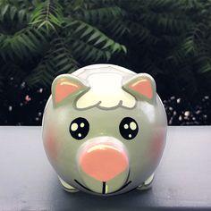 Piggy 🐽 Ovejita 🐑 Recordatorios Para cumpleaños! Diseños escogidos por el cliente. Alcancías Personalizadas, 100% pintadas a Mano 🎨 ✍🏻 • •… Piggy Bank, Marvel, Ideas, Pig Decorations, Painted Flower Pots, Piglets, Money Box, Money Bank, Thoughts
