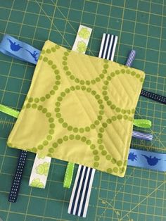 buttons quilts: Taggie Blankets