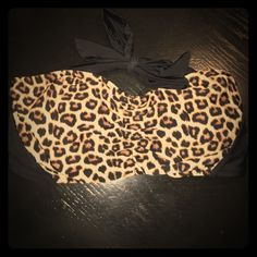 Size 2x bandeau bikini top Thick straps in the back. Size 2x worn once for picture. Perfect shape. Leopard print. Strap around neck. Forever 21 Swim