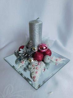 Christmas Flower Decorations, Christmas Floral Arrangements, Christmas Table Centerpieces, Christmas Swags, Christmas Flowers, Christmas Crafts For Gifts, Christmas Candles, Christmas Deco, Deco Table Noel
