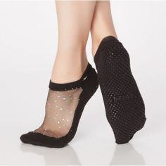 Shop STAR GRIP SOCK by SHASHI for barre + pilates + yoga. Glitter grip socks for your favorite barre class or on your pilates reformer. Shop the best cool feet grip sock collection today. Grip Socks, Foot Socks, Barre Socks, African Wear Dresses, Amai, Sock Shoes, Women's Shoes, Workout Wear, Sport Fashion