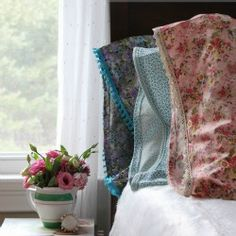Welcome sping with this tutorial on how to make a standard pillowcase with lace trim and French seams.