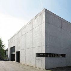 architecture : Burkhard Architekten adds concrete wine-making facility to German village Concrete Architecture, Industrial Architecture, Concrete Building, Interior Architecture, Beton Design, Concrete Design, Wine Press, Retail Facade, Roof Shapes