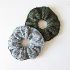 Designer Share ~ Miriam Sundsrud Jensen ~ Knitting Knitted scrunchies A fun project to go wild with your stash yarn. Endless ways to customize with co. Knitting Patterns Free, Free Knitting, Crochet Patterns, Free Pattern, Knitting Looms, Loom Patterns, Easy Knitting Projects, Crochet Projects, Knit Or Crochet