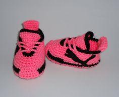 He encontrado este interesante anuncio de Etsy en https://www.etsy.com/es/listing/229710337/crochettoodlers-baby-girlsnewborns