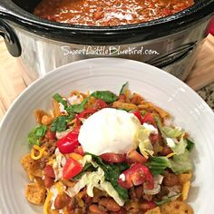 Today's slow cooker recipe is sure to have family and friends cheering - Slow Cooker Smothered Fritos Taco Bowls, a crowd pleasing meal! Slow Cooker Smothered Fritos Taco Bowls AKA, Fristos Pie - Just Slow Cooker Tacos, Slow Cooker Recipes, Crockpot Recipes, Cooking Recipes, Healthy Recipes, Hamburger Recipes, Chili Recipes, Pasta Recipes, Cake Recipes