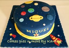 Solar system cake Solar System Cake, Rocket Cake, Planet Cake, Astronaut Party, Galaxy Cake, Fantasy Cake, Baby Birthday Cakes, Cakes For Boys, Cute Cakes