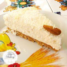 Finalmente vi presento una Torta Fredda cioccolato bianco e cocco. Ecco che vi presento la fresca e leggera torta fredda (e light) con un leggerissimo sapore di cocco, che conquisterà tutti! Una torta estiva dal sapore unico, senza uova e con pochi ingredienti.