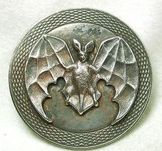 One for Halloween! Old French Metal Button Large Size Flying Bat w/ Fancy Border Button Art, Button Crafts, Metal Buttons, Vintage Buttons, Metal Bat, Objet D'art, Art Nouveau, Illustrations, Printmaking