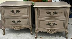 Perfect Imperfections created this masterpiece in #Fusionmineralpaint. #FusionAlgonquin with Beeswax Finish mixed with Bronze Gilding Paste https://www.facebook.com/perfectimperfectionsbyjeanne?pnref=lhc