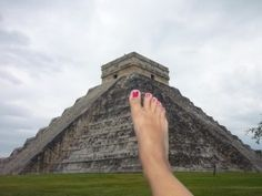 Fotografarsi i piedi in giro per mondo! Karla - www.ViaggiaredaSoli.net
