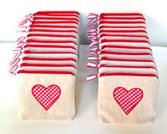 Valentine Projects We Love: Goody Bags- Valentine Projects We Love: Goody Bags Sewing Hacks, Sewing Tutorials, Sewing Crafts, Makeup Bag Tutorials, Diy Crafts, Fabric Bags, Fabric Scraps, Fabric Basket, Sewing Patterns Free