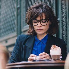 Imagem através do We Heart It #coffee #fashion #girl #glasses #paris