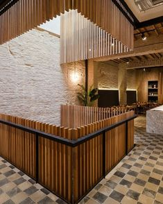 𝚁𝚊𝚚𝚞𝚎𝚕 𝙱𝚒𝚌𝚊𝚕𝚑𝚘 (@arq.raquelbicalho) • Fotos e vídeos do Instagram Cafe Bar, Cafe Restaurant, Restaurant Design, Bamboo Restaurant, Wc Decoration, Architectural Lighting Design, Balustrades, Staircase Railings, Light Architecture