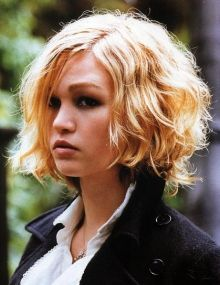 Julia Stiles, short curly bob haircut