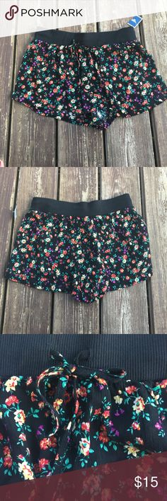 NWT Juniors Love Tree Floral Pattern Shorts medium NWT Juniors Love Tree Floral Pattern Shorts medium love tree Shorts