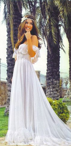 Βάσω Λασκαράκη:  Η γλυκιά ηθοποιός που πρωταγωνιστεί στο πετυχημένο σήριαλ του Mega «Κλεμμένα όνειρα» φωτογραφήθηκε ως νυφούλα, για το περιοδικό ΟΚ! με υπέροχα νυφικά και κοσμήματα Li-LA-LO. Bridal Looks, Marie, Wedding Day, White Dress, Wedding Dresses, Celebrities, Anna, Weddings, Style