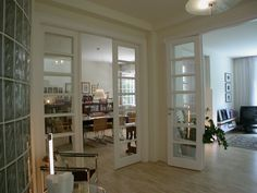 klasszikus fedőfestett MDF beltéri ajtó, egyedi díszborítással
