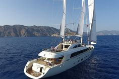 Rent sailing yacht ARESTEAS in Turkey (Bodrum, Marmaris, Gocek). Yacht rent is also available in Italy in summer Super luxury yacht has 6 cabins for 12 guests. Luxury Sailing Yachts, Private Yacht, Deck Stairs, Yacht Interior, Diving Equipment, Super Yachts, Power Boats, Workout Rooms, Luxury Travel