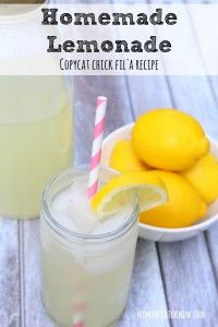 How To Make Homemade Lemonade   Copycat Chick Fil'A Recipe!   Moms Need To Know ™ Chick Fil A Chicken Sandwich Recipe, Chick Fil A Recipe Copycat, Copycat Recipes, Kahlua Recipes, Homemade Lemonade Recipes, How To Squeeze Lemons, How To Make Homemade, Drinks, Beverages