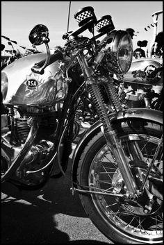 """Kaffeemaschine Moto Guzzi café racer featured at Pipeburn Motorcycles, designed by Axel Budde at Kaffee Maschine, Hamburg. Moto Cafe, Cafe Bike, Vintage Cycles, Vintage Bikes, British Motorcycles, Vintage Motorcycles, Vespa, Chopper, Inazuma Cafe Racer"