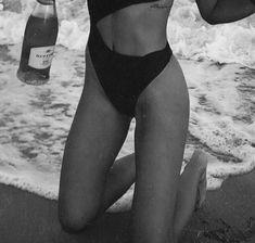 Black and white photography beach monochrome Ideas Portrait Photography, Fashion Photography, Beach Photography, Fitness Photography, Photography Tools, London Photography, Iphone Photography, People Photography, Artistic Photography