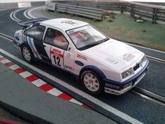 El Ford Sierra Cosworth de Carlos Sain de Scalextric tiene un estupendo comportamiento en pista.