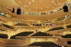 Das erste Festival in der neuen Elbphilharmonie in Hamburg heißt: Maximal minimal, finden in beiden Sälen vom 11.-13.5.2017 statt. Es geht um Minimal Music