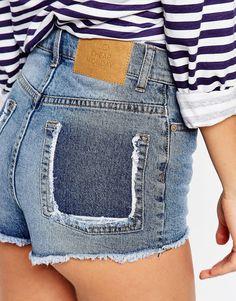 Bild 3 von Cheap Monday – Abgeschnittene Shorts mit Hintertaschen-Detail