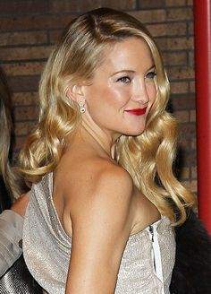 Kate Hudson wows with retro waves!