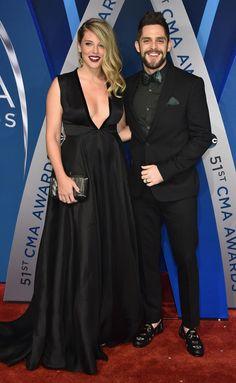 Thomas Rhett and Wife Lauren Welcome Daughter Willa Gray Cma Awards, Thomas Rhett, Country Music Artists, Big Star, Cute Couples, Celebs, Celebrities, Fashion Accessories, Daughter