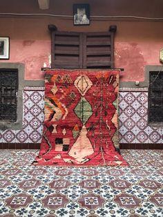Tapis boujaad marocain tapis arc-en-ciel tapis abstrait | Etsy Laundry Room Rugs, Moroccan Berber Rug, Tribal Patterns, Ancient Symbols, Arc, Loom Weaving, Sheep Wool, Geometric Designs, Ciel