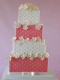 Pink Polka Dot cake by Makiko Searle