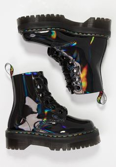 Doc Martens - What are they and how do you wear them? Dr Shoes, Goth Shoes, Swag Shoes, Hype Shoes, Me Too Shoes, Shoes Heels, Grunge Shoes, Dr. Martens, Dr Martens Boots