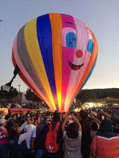 Con globos y faroles de papel recibieron a los muertos en Ohtenco, Milpa Alta