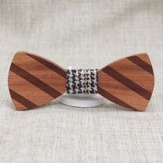 Brown Striped Wooden Bow Tie: This beautiful wooden bow tie takes stripes to a whole new level. The rich brown wood features dark brown, perfectly linear stripes running diagonally in a highly fashionable pattern. bowselectie.com