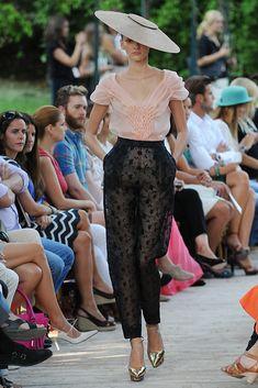 DelPozo; La camisa es una maravilla, y los pantalones de encaje, tendencia total para el año que viene, asegurada!!