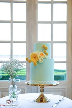 Aqua with yellow flower wedding cake!