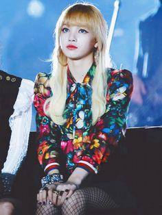 Your source of news on YG's biggest girl group, BLACKPINK! Jennie Lisa, Blackpink Lisa, Super Junior, South Korean Girls, Korean Girl Groups, Divas, Rapper, Lisa Black Pink, Thai Princess