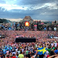 TomorrowLand 2013  Maddness Best Crowd of The Year