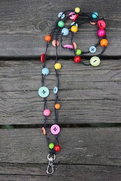 Käsityöpuoti Matilda: Avainnauhoja, heijastimia ja kämmekkäät Green Craft, Silver Foxes, Button Art, Simple Gifts, Textiles, Diy Gifts, Embellishments, Projects To Try, Arts And Crafts