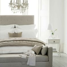 Looove The Chaise Bench At The Foot Of The Bed Neutral Bedroomslight Grey Bedroomsneutral Bedroom Decormodern