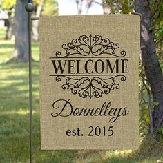 Merveilleux Established Filigree Burlap Garden Flag