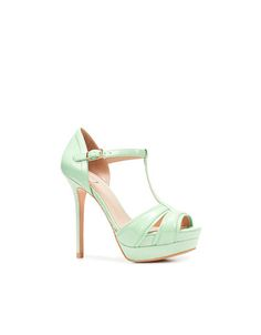 Mint green, my favorite color. Perfect wedding color...