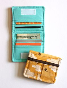 Sewing Gifts For Men A cute wallet pattern to sew Pochette Portable, Diy Pochette, Sewing Hacks, Sewing Tutorials, Sewing Crafts, Sewing Tips, Small Sewing Projects, Bag Tutorials, Purse Patterns