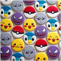 Pokemon cookies using a simple circle cookie cutter. Cookies For Kids, Fancy Cookies, Iced Cookies, Cute Cookies, Royal Icing Cookies, Cookies Et Biscuits, Cupcake Cookies, Sugar Cookies, Pokemon Party