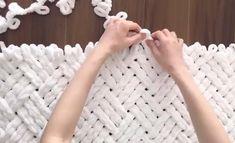 Finger Knitting Blankets, Hand Knit Blanket, Knitting Yarn, Finger Knitting Projects, Diy Crochet Projects, Crochet Bear Patterns, Loom Knitting Patterns, Crochet Cord, Crochet Diy