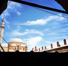 Kahve molası bitti mi ne:( #poetry #şiir #edebiyat #photooftheday #nature #book #kitap #kütüphane #dergi #sanat #history #tarih #han #eski #old #historical #camii #mosque #kızlarağasıhanı #sky #blue #mavi #travel #izmir #instapic #picoftheday http://turkrazzi.com/ipost/1515924975461189793/?code=BUJpbvEgcih